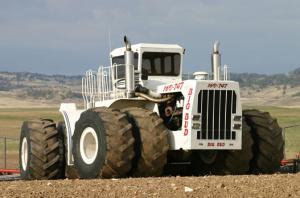 Big Bud bei Feldarbeiten